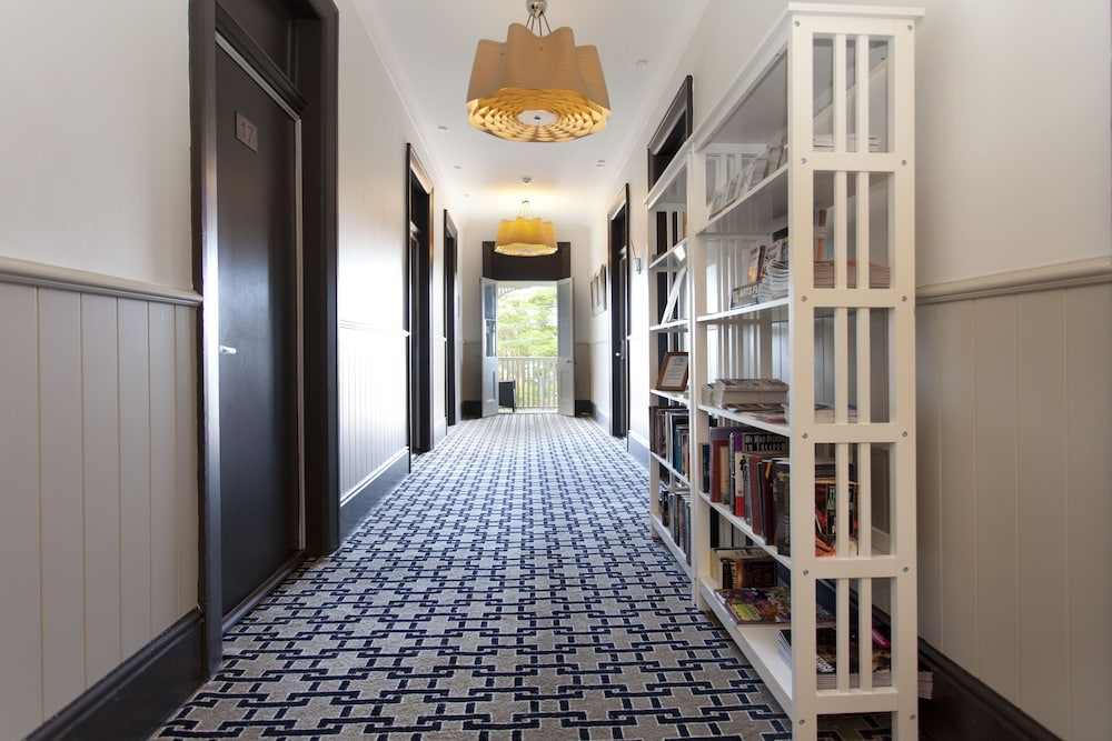 Hallway, Cremorne Point Manor