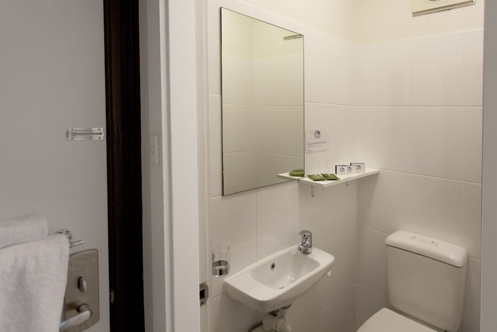 Bathroom Amenities, Cremorne Point Manor