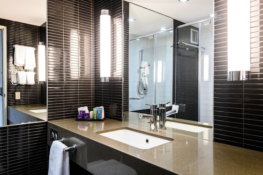 Bathroom, MGSM Executive Hotel & Conference Centre
