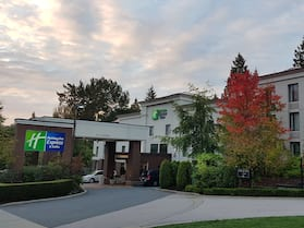Holiday Inn Express & Suites Surrey, an IHG Hotel