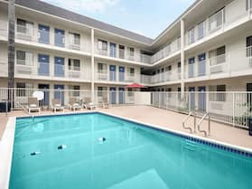 Motel 6 Buena Park, CA - Knotts Berry Farm - Disneyland