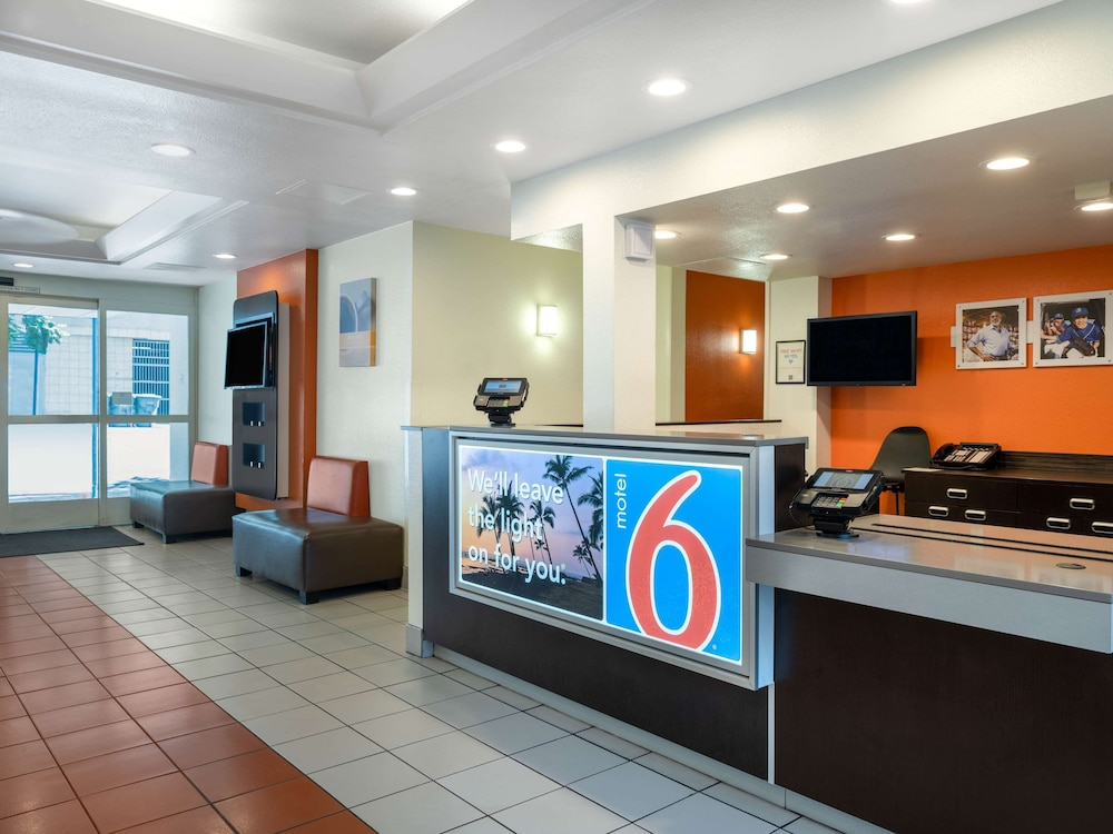 Lobby, Motel 6 San Diego, CA - Downtown