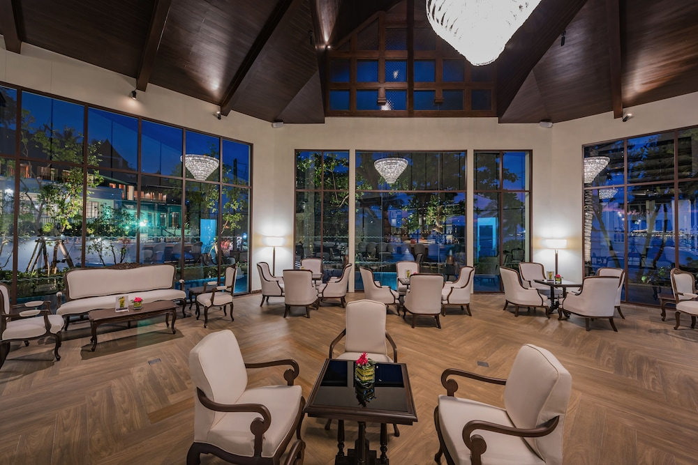 Lobby Lounge, Diamond Cliff Resort and Spa