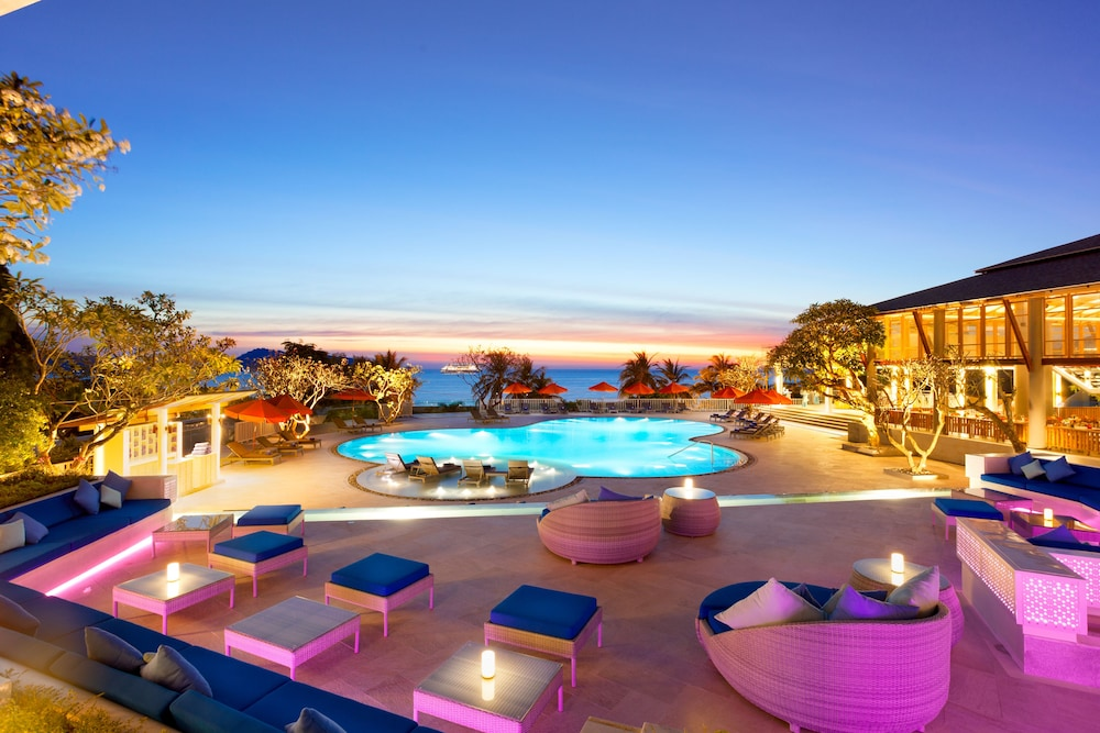 Poolside Bar, Diamond Cliff Resort and Spa