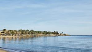 Spiaggia privata, teli da spiaggia, pallavolo, un bar sulla spiaggia
