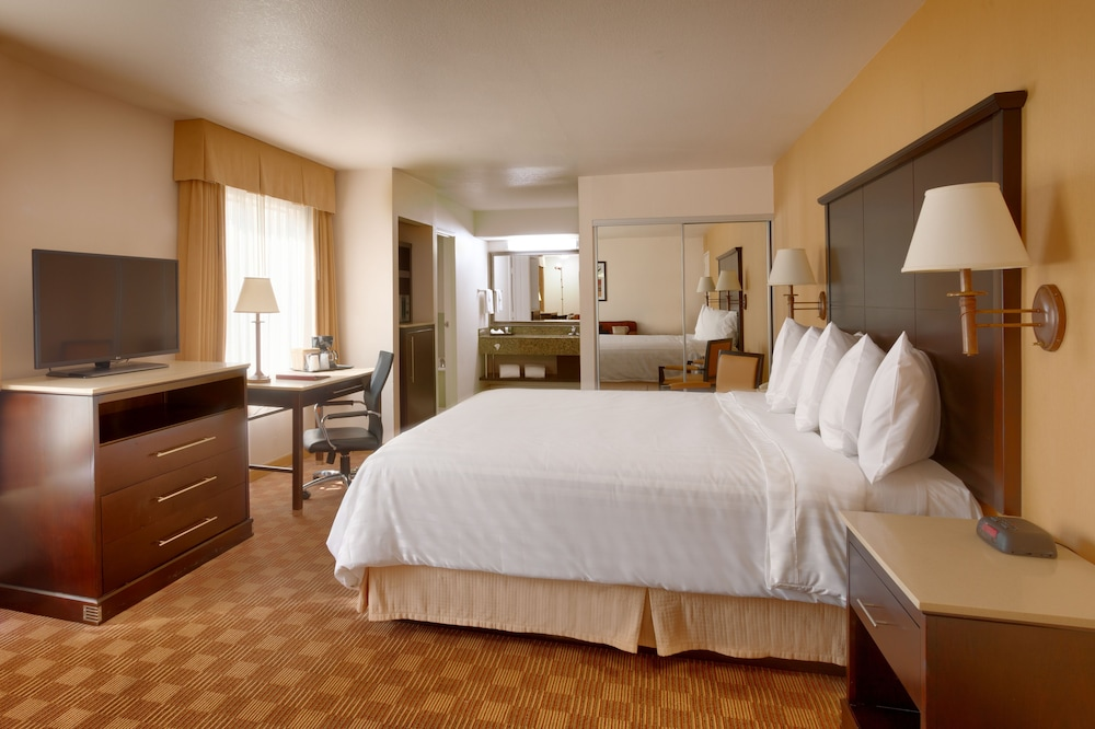 Room, Cortona Inn & Suites Anaheim Resort