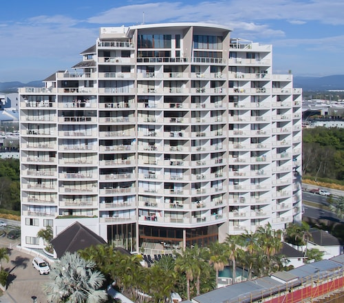 Broadbeach Savannah Hotel & Resort