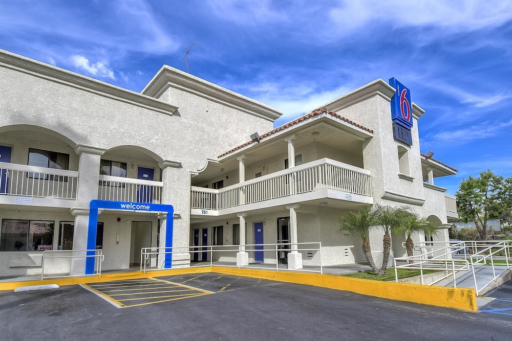 Front of Property, Motel 6 Carlsbad, CA Beach