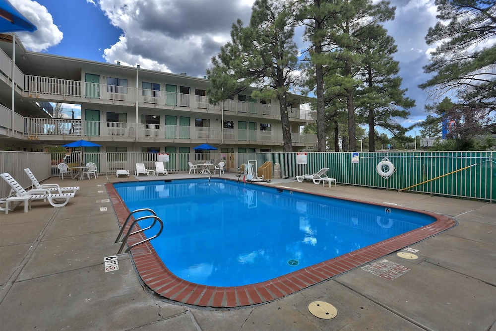 Pool, Motel 6 Flagstaff, AZ - West - Woodland Village
