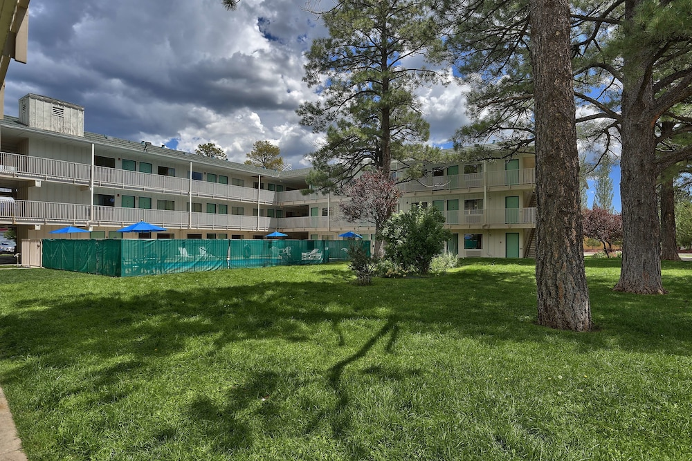 Garden, Motel 6 Flagstaff, AZ - West - Woodland Village