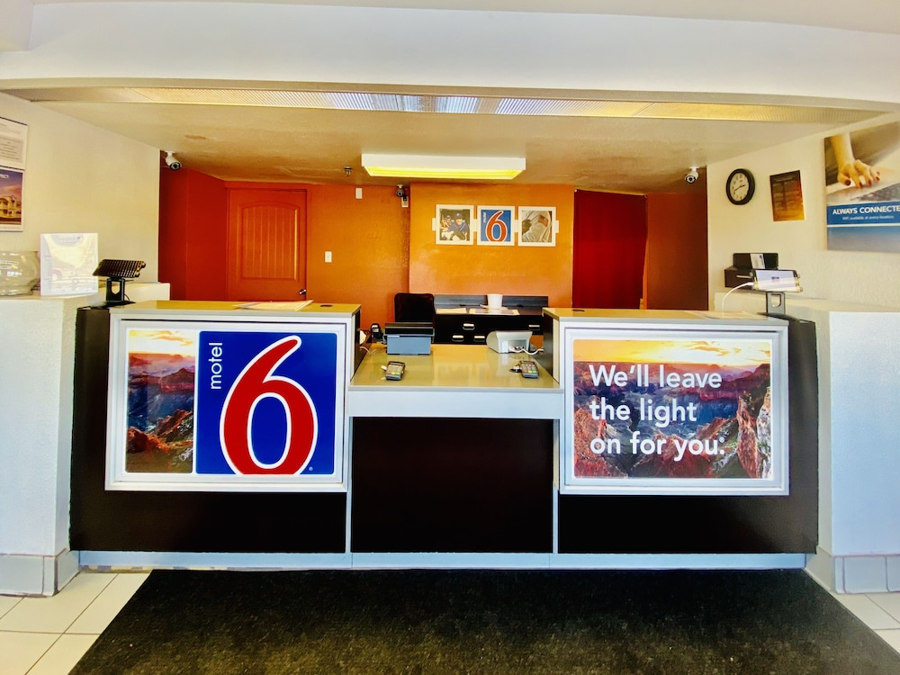 Lobby, Motel 6 Flagstaff, AZ - West - Woodland Village