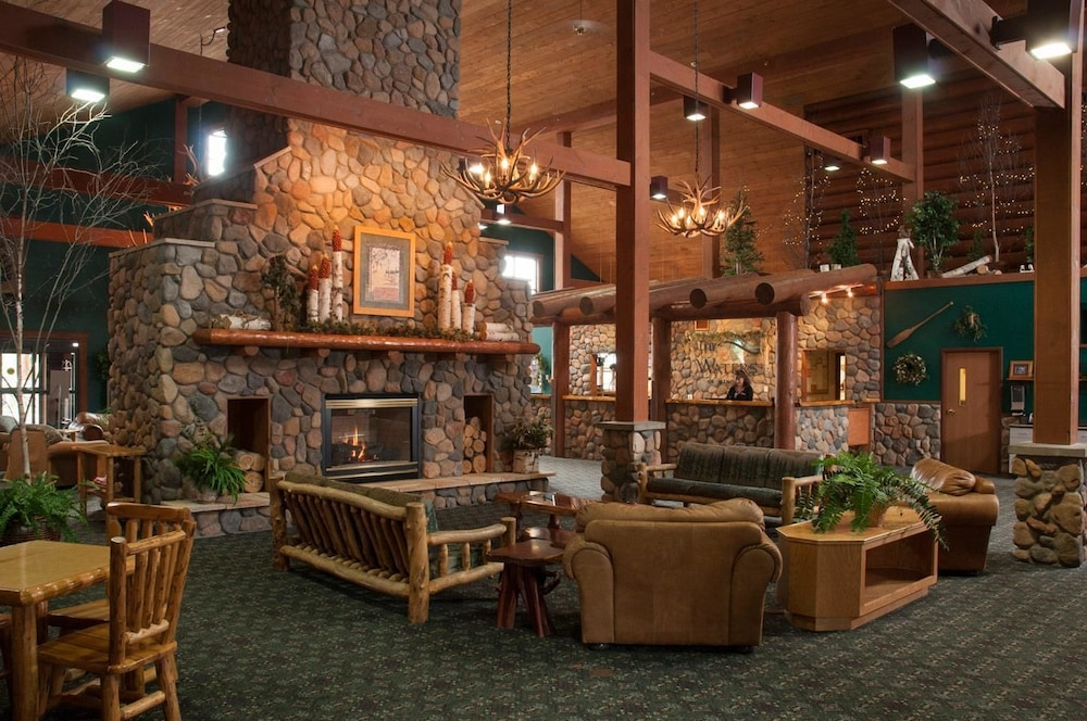 Lobby, The Waters Of Minocqua