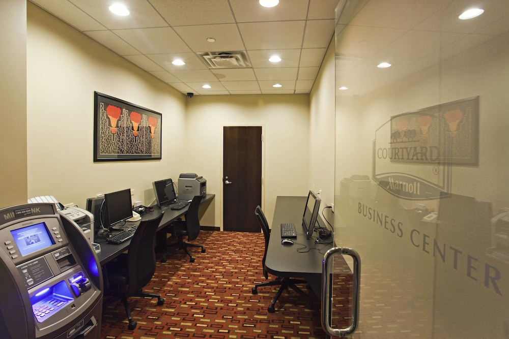 Business Center, Courtyard by Marriott Chicago Magnificent Mile