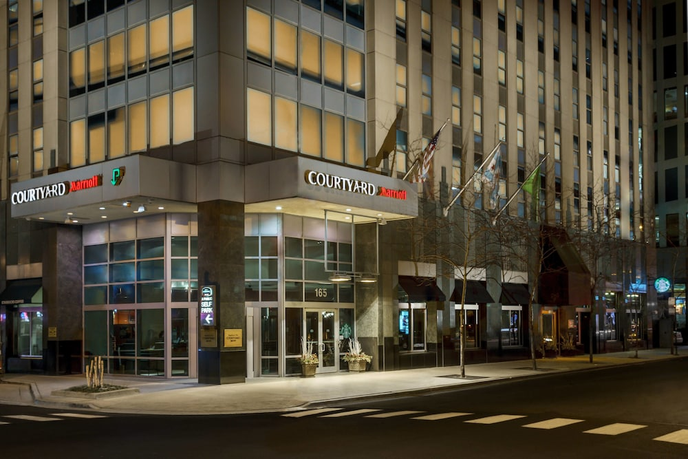 Exterior, Courtyard by Marriott Chicago Magnificent Mile