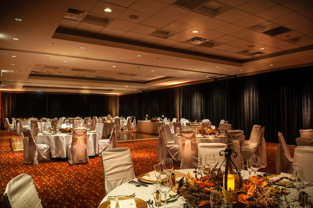 Banquet Hall, Courtyard by Marriott Chicago Magnificent Mile