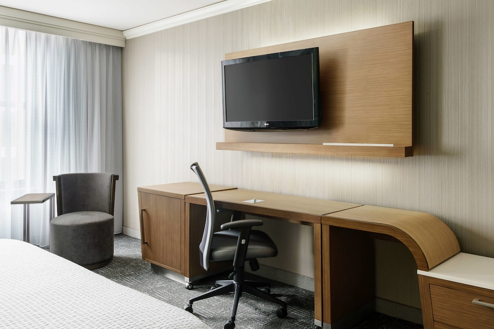 Room, Courtyard by Marriott Chicago Magnificent Mile