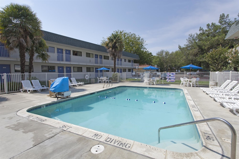 Pool, Motel 6 Davis, CA - Sacramento Area