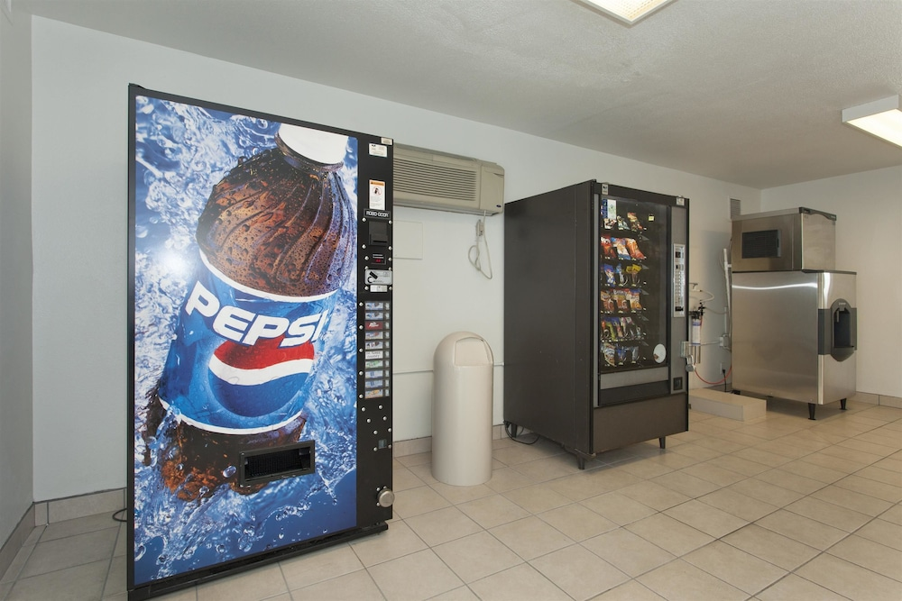 Vending Machine, Motel 6 Davis, CA - Sacramento Area