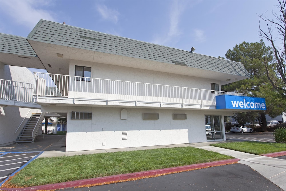 Front of Property, Motel 6 Davis, CA - Sacramento Area