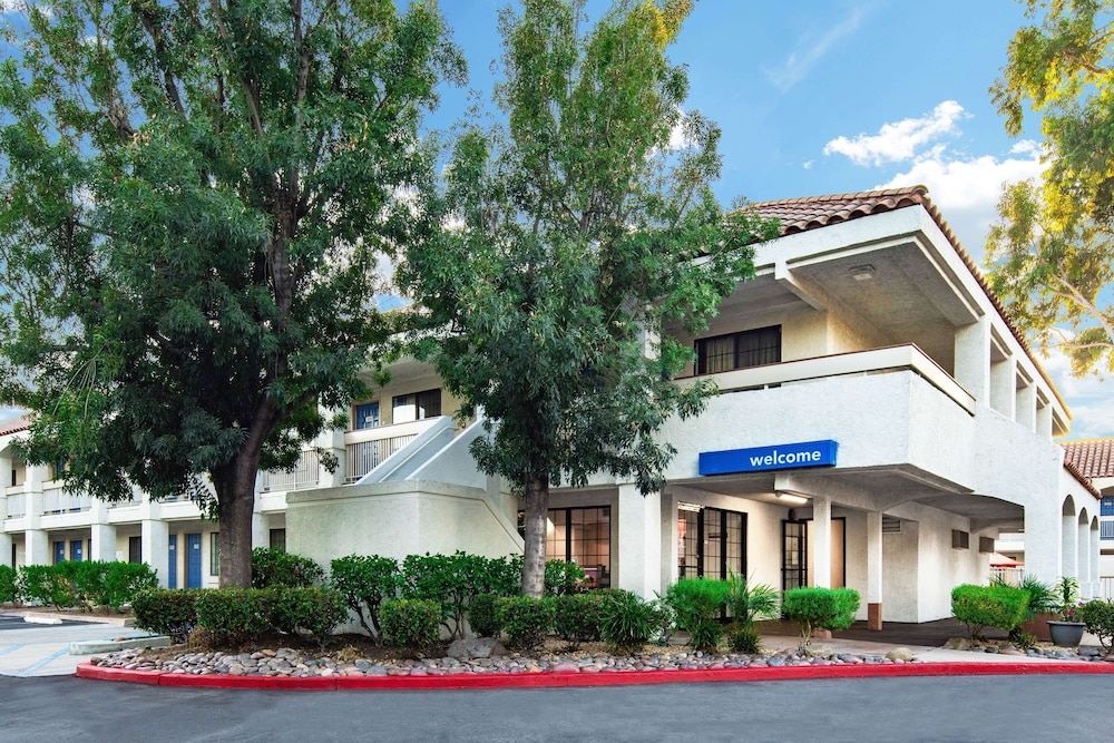 Exterior, Motel 6 Thousand Oaks, CA