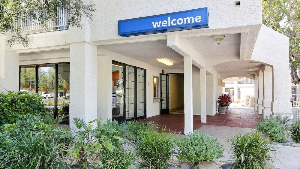 Front of Property, Motel 6 Thousand Oaks, CA
