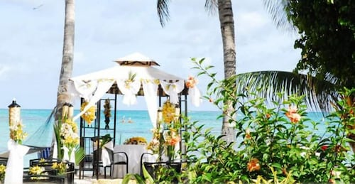 Cocoplum Beach Hotel 3 0 Out Of 5