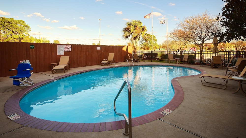 Best Western Plus Executive Hotel Suites Lake Charles Room Prices Reviews Travelocity