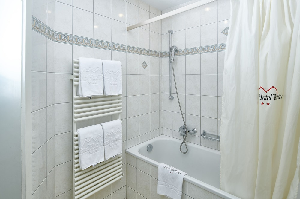 Bathroom, Central Hotel Wolter