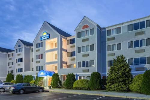 Days Inn & Suites by Wyndham Groton Near the Casinos