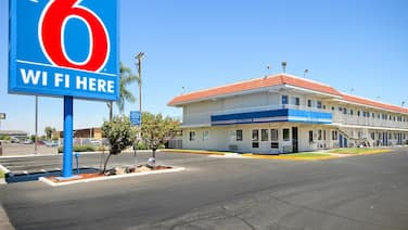 Motel 6 Fresno, CA - Blackstone South