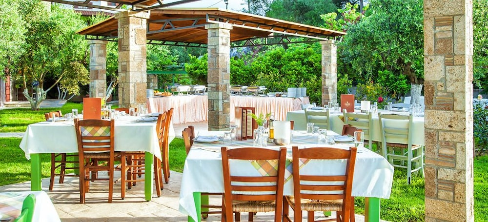 Outdoor Dining, Europa Hotel