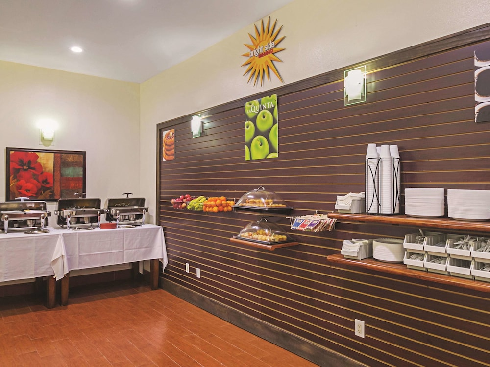 Breakfast Area, La Quinta Inn & Suites by Wyndham South Padre Island Beach
