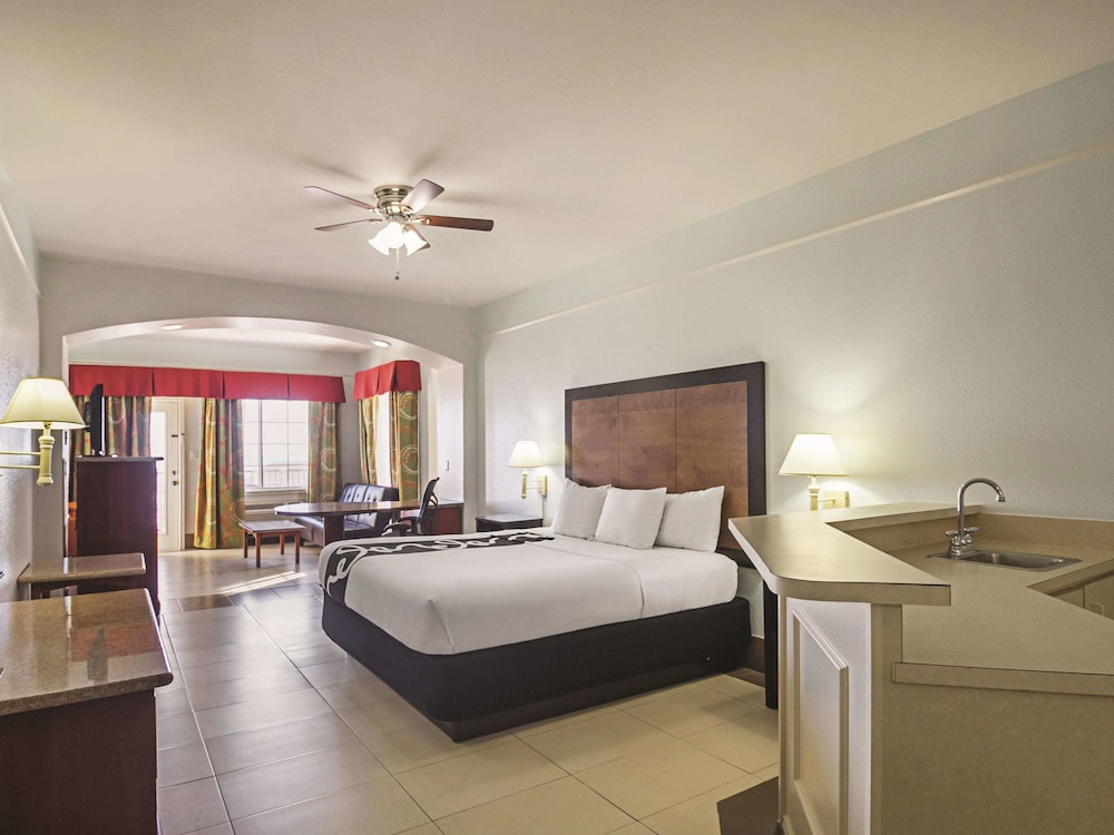 Room, La Quinta Inn & Suites by Wyndham South Padre Island Beach