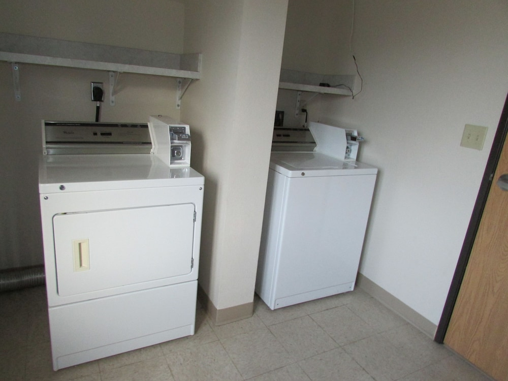 Laundry Room, AmeriVu Inn & Suites