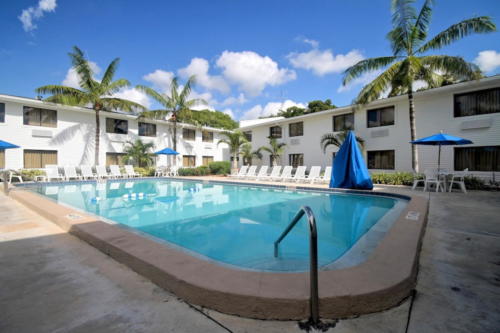 Motel 6 Ft Lauderdale In Fort Lauderdale Hotel Rates Reviews On Orbitz