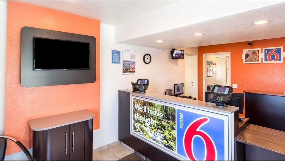 Interior, Motel 6 Redding, CA - Central