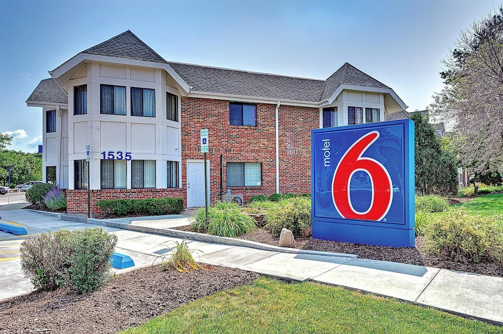 Front of Property, Motel 6 Glenview, IL - Chicago North