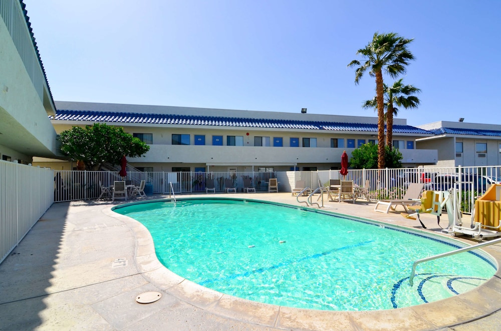 Outdoor Pool, Motel 6 North Palm Springs, CA - North
