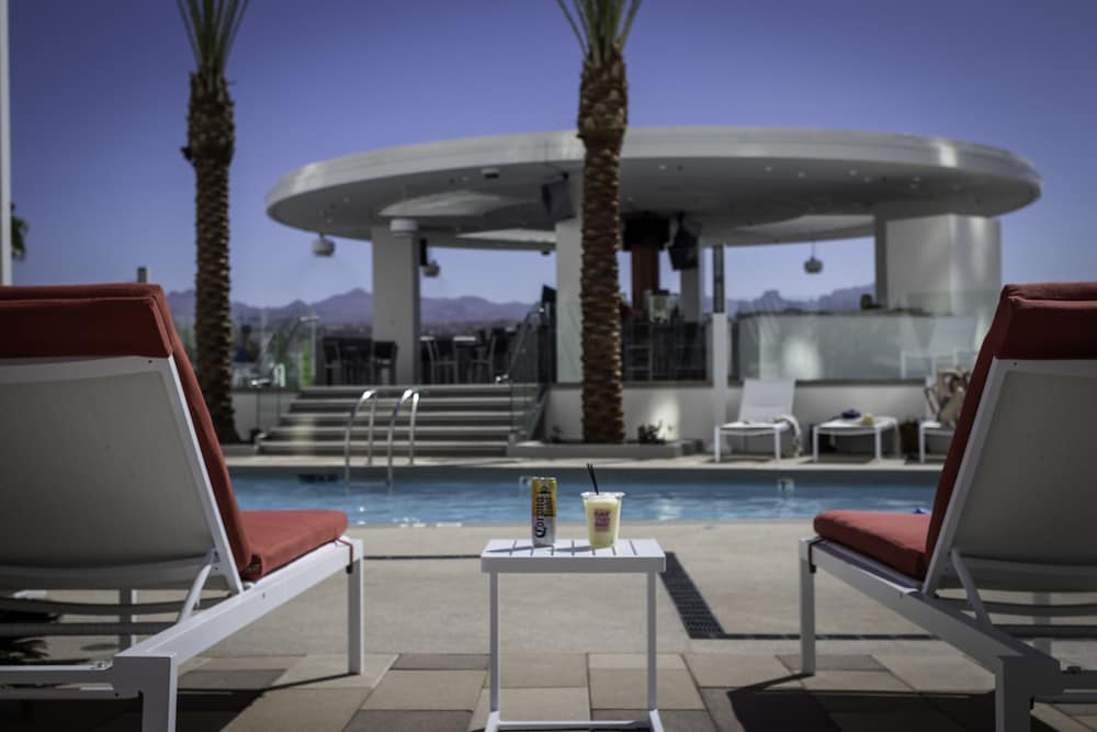 Poolside Bar, Don Laughlin's Riverside Resort Hotel & Casino