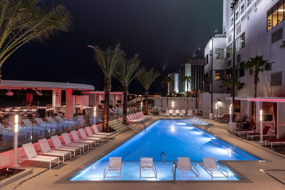 Sundeck, Don Laughlin's Riverside Resort Hotel & Casino