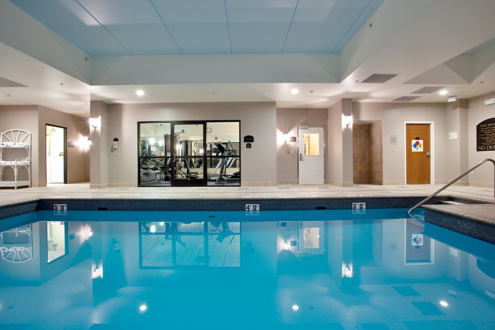 Pool, Holiday Inn Express & Suites Newport News