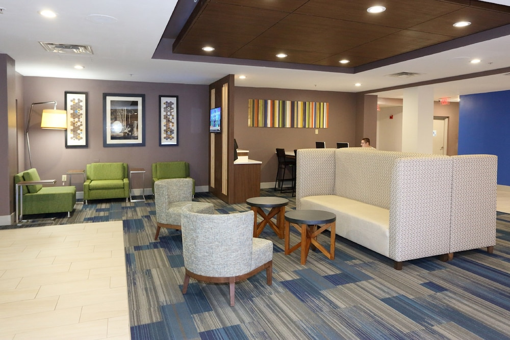 Lobby, Holiday Inn Express & Suites Newport News