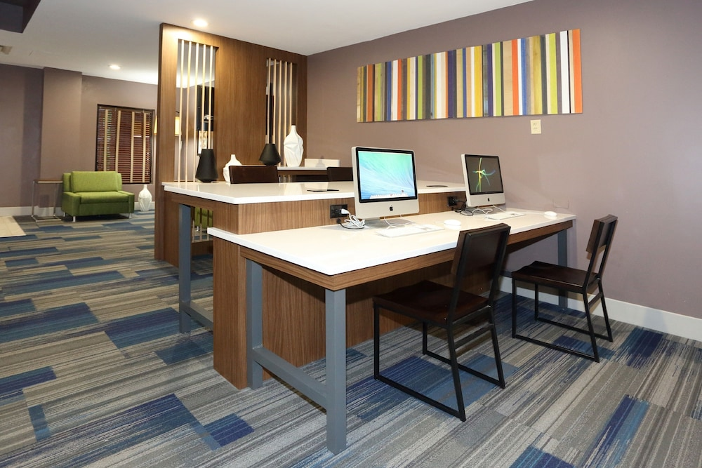 Business Center, Holiday Inn Express & Suites Newport News