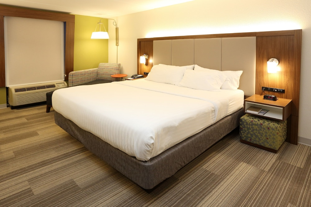 Room, Holiday Inn Express & Suites Newport News