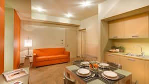 Full-sized fridge, microwave, hob, dishwasher