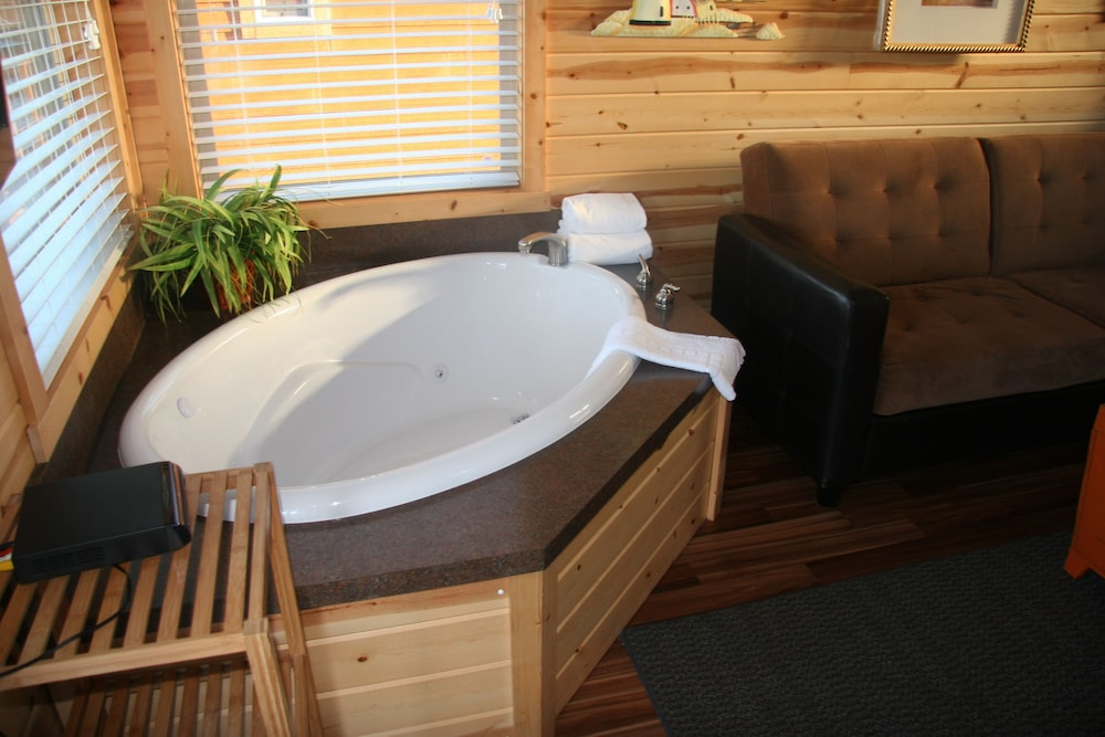 Jetted Tub, Westport Inn