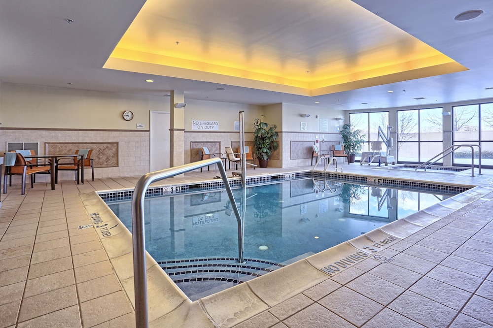 Indoor Pool, Cobblestone Hotel & Suites - Waynesboro