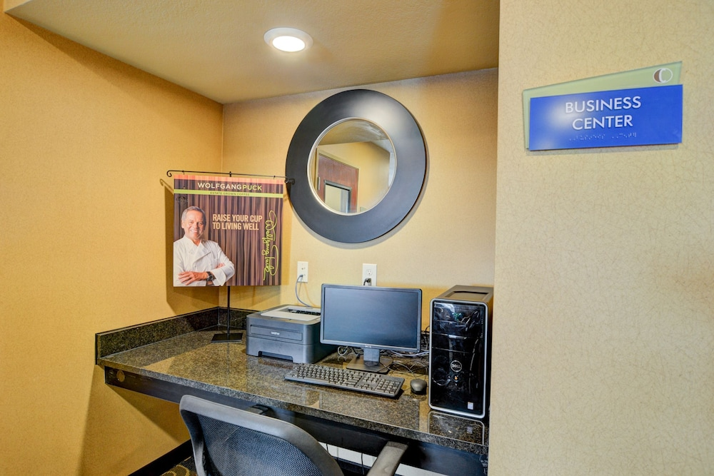 Business Center, Cobblestone Hotel & Suites - Punxsutawney