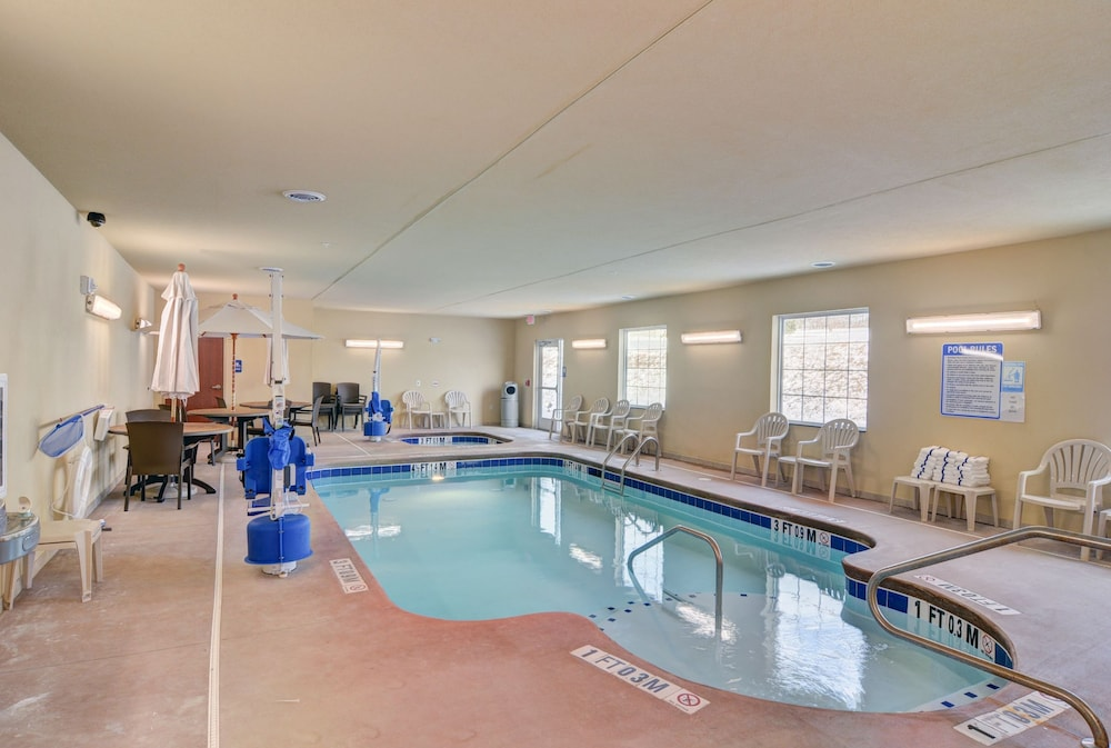 Indoor Pool, Cobblestone Hotel & Suites - Punxsutawney