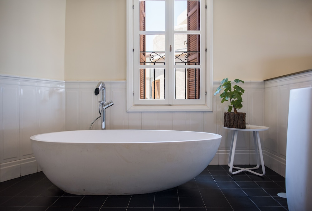Deep Soaking Bathtub, Market House - An Atlas Boutique Hotel